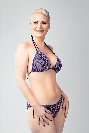Bikini top in triangular model in purple paisley pattern for women from Sunkini.com